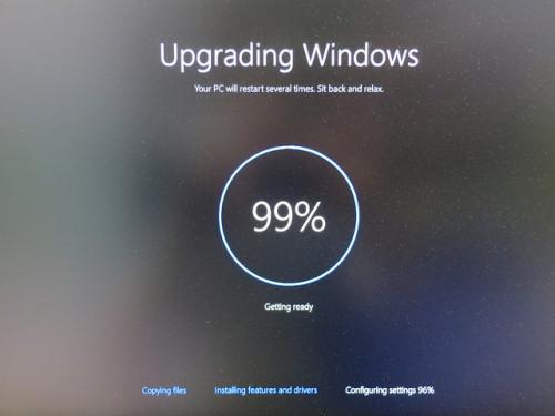 Ha egyszer felnyomtuk a windows 10-et utána már nem lehet a frissítéseket tíltani.